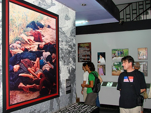 A international tourist is looking at the picture at War Remnants Museum. Photo: Haeberle.