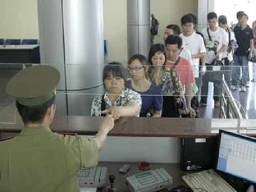 People are queuing to get visa at Vietnam Ministry of Foreign Affairs
