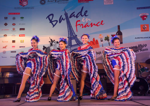Sance France  City pictures : Can can the famous dance from France