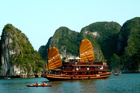 Floating boat in Ha Long Bay
