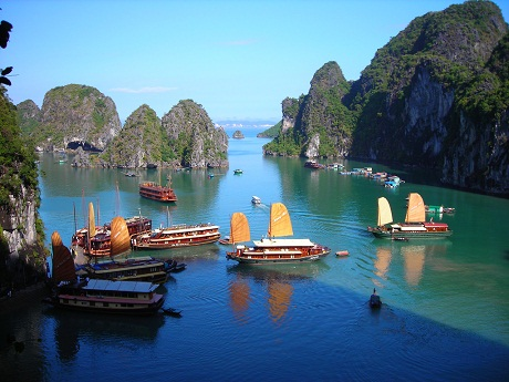 Ha Long Bay overview
