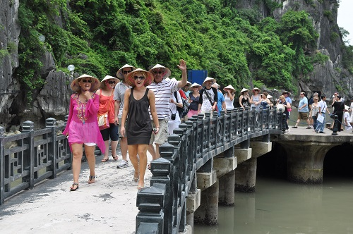 Vietnam attracts foreign tourists